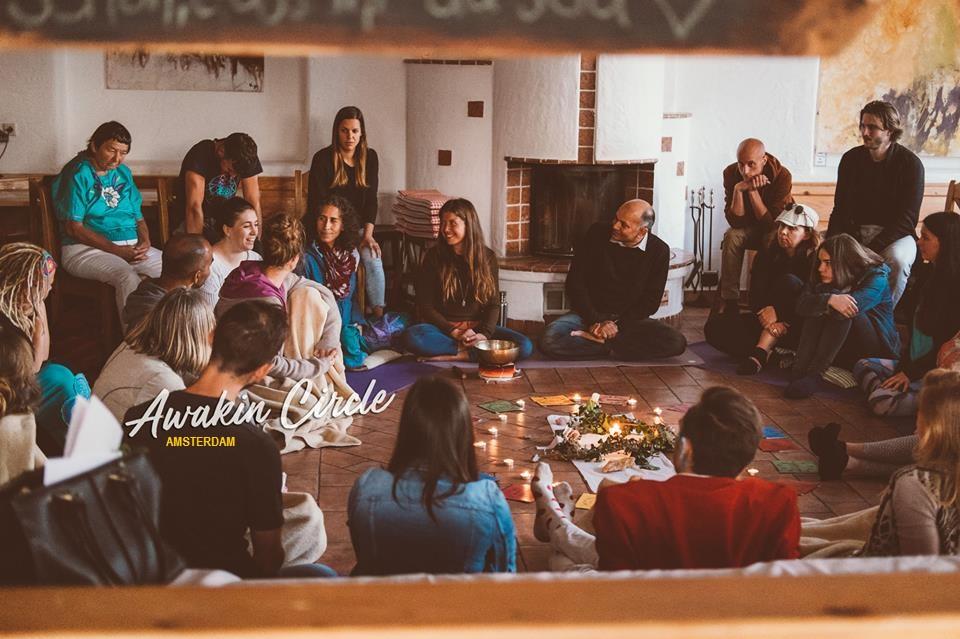 Lepeltje Lepeltje Knuffelsessies & Massage - Awakin Circle Amsterdam - Carollyne Tjong Ayong